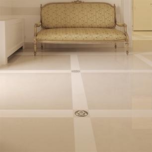 Floor: Trani Classico-Sivec / Insert: Ambrato-Sivec-Trani Classico