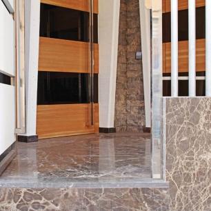 Internal Wall Cladding: Listello Ambrato Rock Face / External Wall Cladding Floor: Ambrato Silk