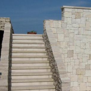 Wall: Tango Selciato / Stairs: Tango Chianca / Handrail: Listello Tango Rock Face