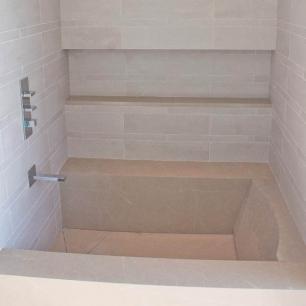 Bathtub: Grigio Classico Velvet / Wall Covering: Grigio Classico Graffiato