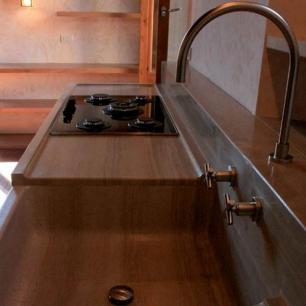 Kitchen Top: Serpeggiante Honed