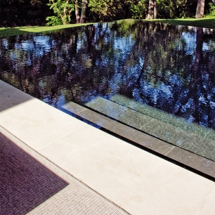 Pool Covering: Grigio anthracite / Pool Coping: Tango Silk