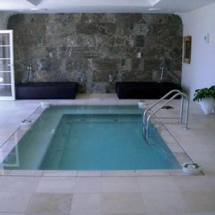 External Floor Tiles and Pool Coping: Tango Chianca /  Wall: Ambrato Silk